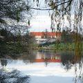 Le parc des expositions vu depuis le plan d'eau du Vallon